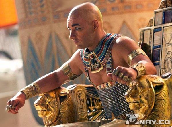 Тутанхамон в кресле