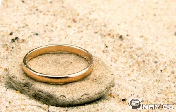 Потерянное кольцо на пляже