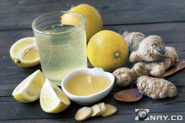 Имбирный напиток и лимон