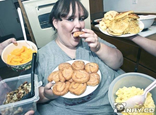 Безудержное поедание жирной пищи