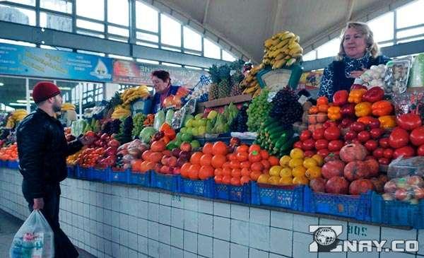 Торговцы на овощном рынке