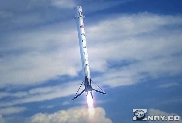 Первая ступень ракеты садится