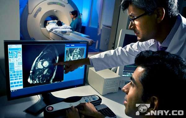 Проводится МРТ головного мозга