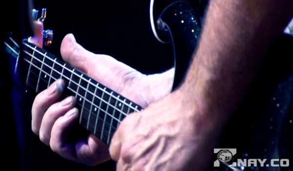 Виртуозный гитарист