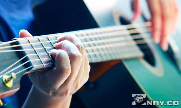 Гитара на видном месте