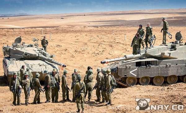 Современная армия с вооружением