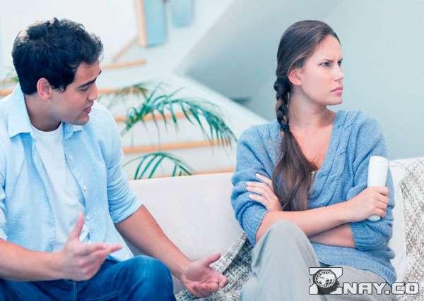 Муж сообщает жене о разводе
