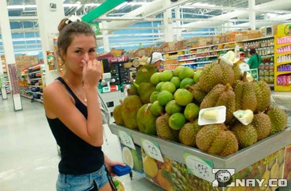 Тошнотворный запах фрукта