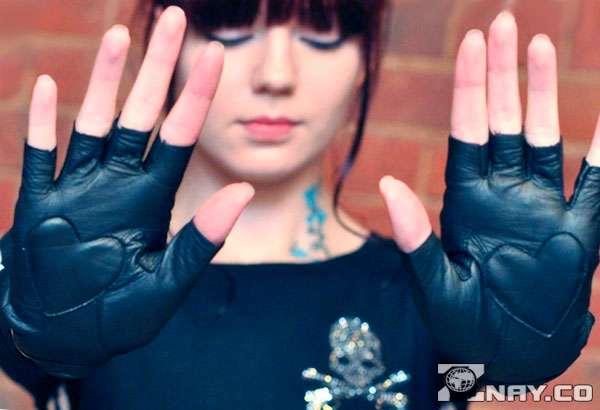 Кожаные перчатки с обрезанными пальцами
