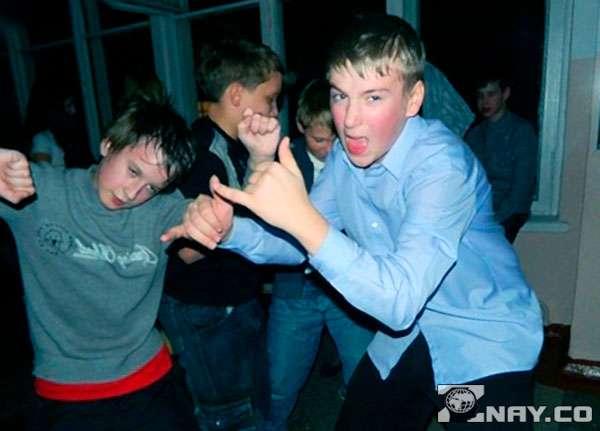 Пьяная молодежь гуляет