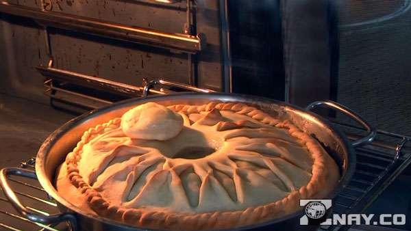 Допекает тесто в духовке