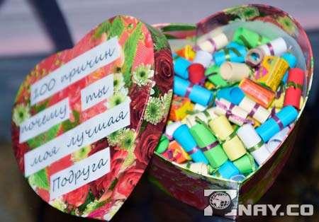 Коробочка с купюрами в виде конфет