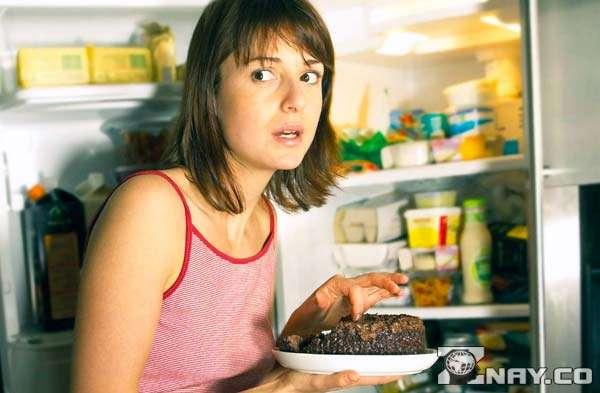 Зависит от еды - открытый холодильник