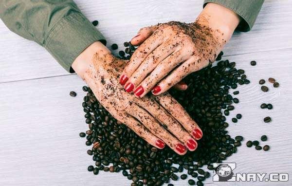 Применение кофейной отработки на коже рук