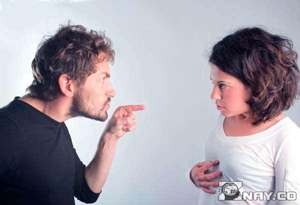 Муж треплет нервы жене