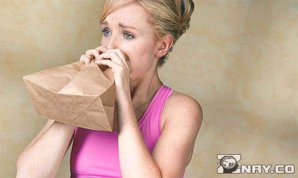 Нехватка кислорода и дыхание в бумажный пакет