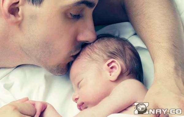 Родительский поцелуй сына