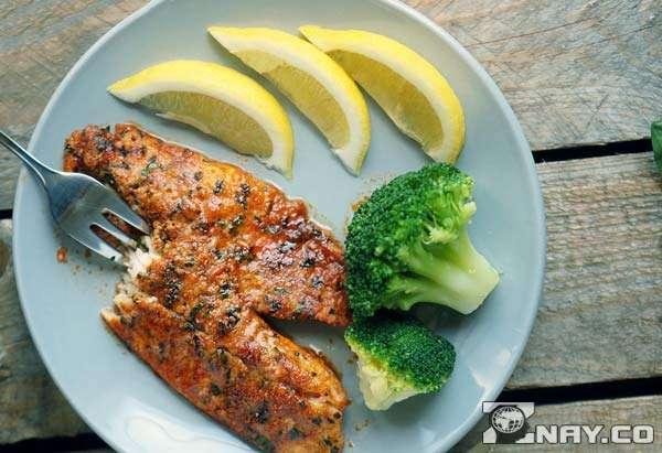Блюдо из рыбы с лимоном