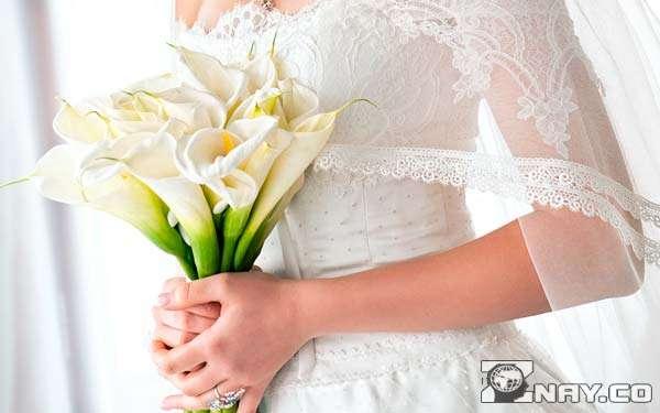 Невеста с букетом белокрыльника