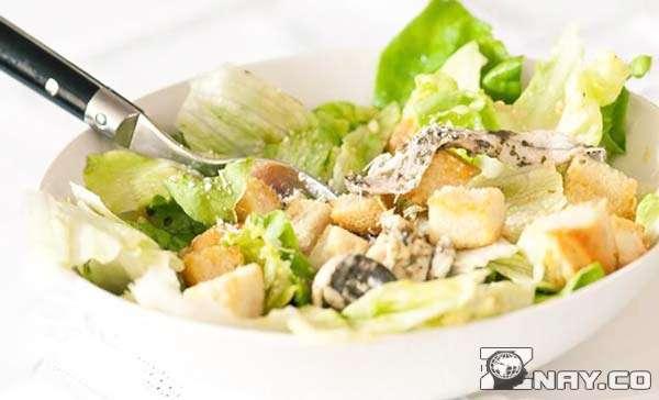 Рыбный вид салата Цезарь