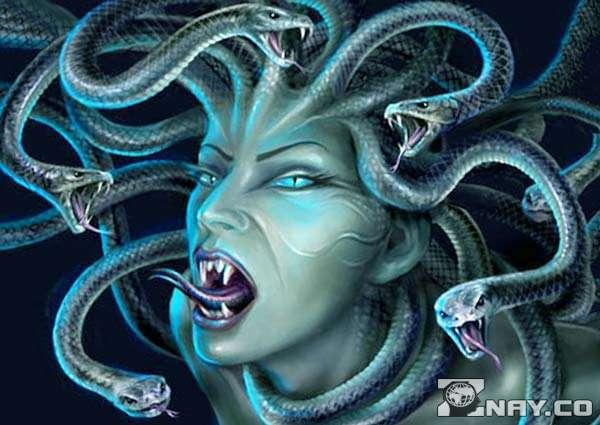 Страшная голова медузы горгоны