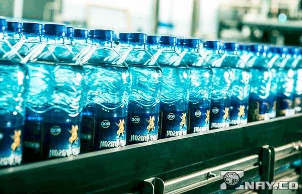 Бутылочки с жидкостью для питья