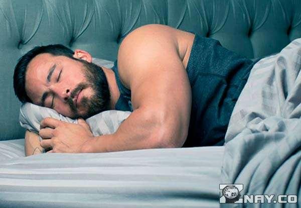 Крепкий здоровый мужской сон