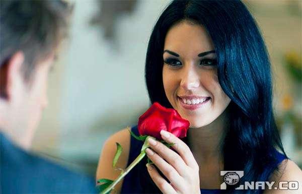 Подарил девушке одну розу при встрече