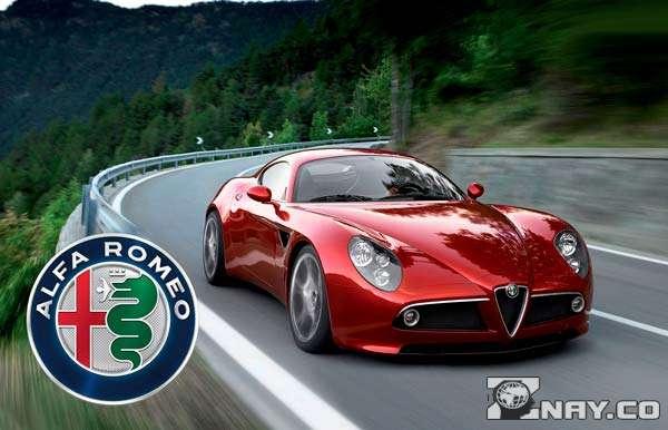 Спортивный современный серийный Alfa ROMEO