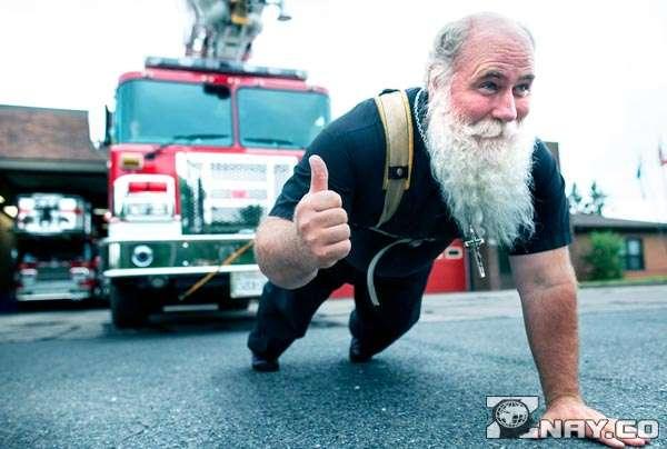 Дедушка ставит силовой рекорд