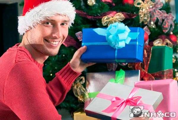 Подарок в коробке - рад как ребенок