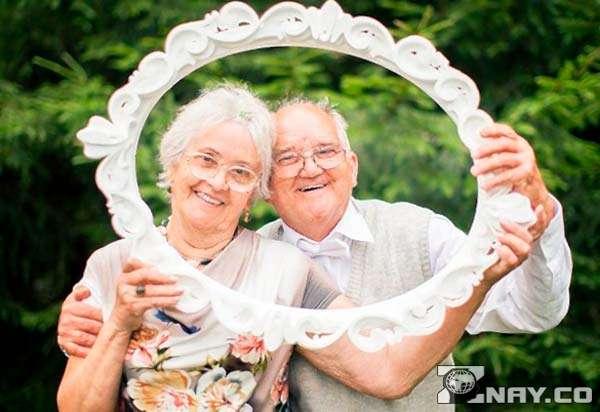 Сделали родителям свадебную рамку