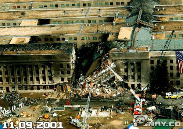 Поврежденное здание Пентагона при теракте 2001 года