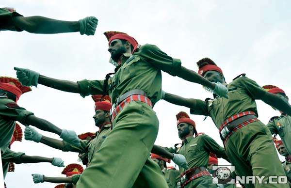 Индийские солдаты маршируют