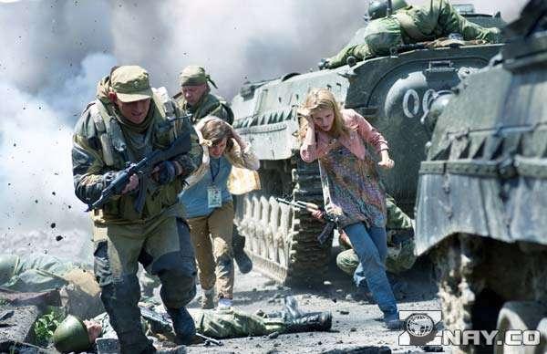 Репортеры бегут от конфликта с военными
