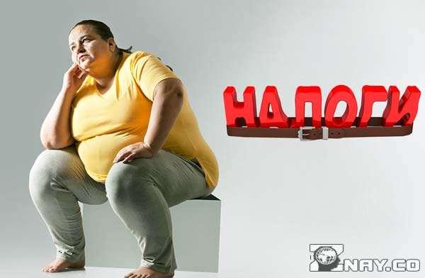 Женщина с ожирением задумалась