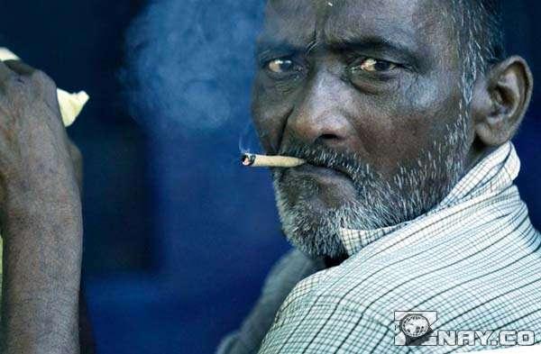 Курильщик в Индии не доволен