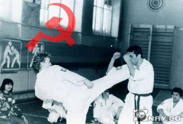Советские каратисты занимаются в зале