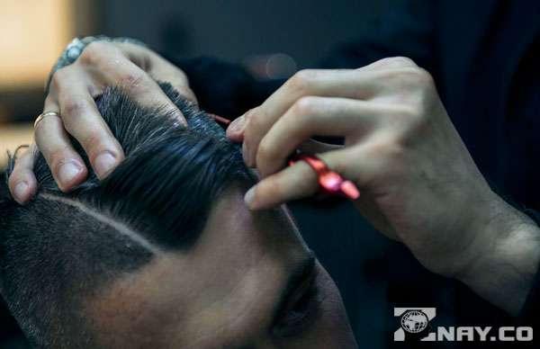 У парикмахера в ателье