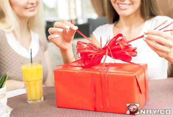 Простое дополнение к обычному подарку