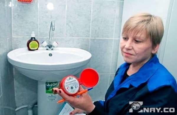 Делает проверку счетчика воды
