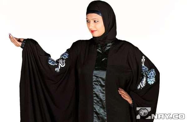 Женское платье темного цвета Абая