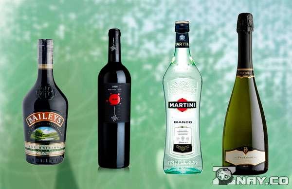 Бутылки популярных алкогольных напитков для застолья