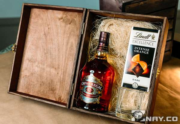 Подарок - виски и шоколад