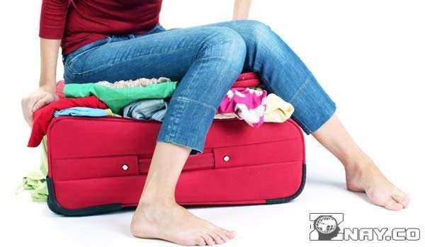 Собрала чемодан и села на него