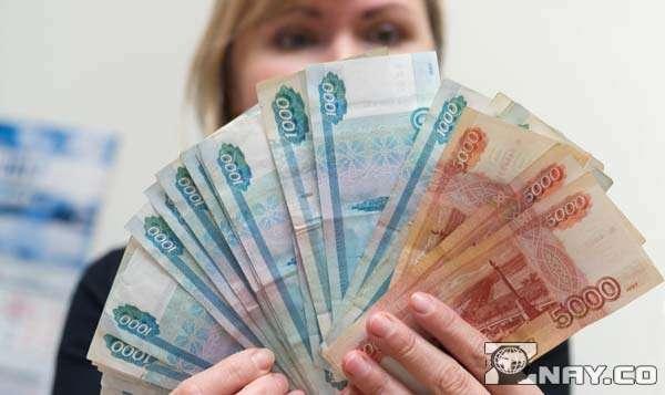 Получила финансовую помощь от богачей