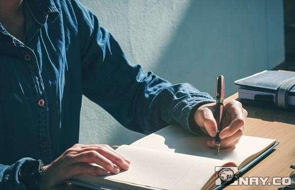 Пишет примирительное письмо