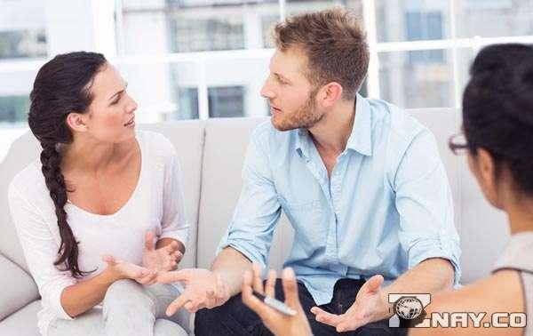Обратились к семейному психологу - решение ссоры