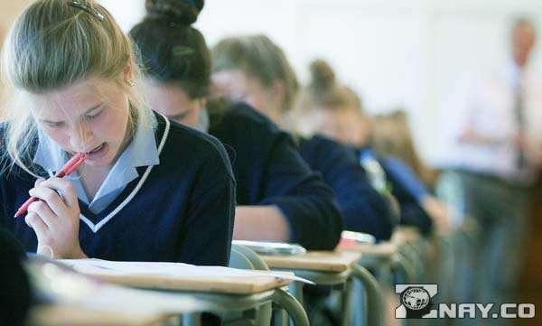 Школьники на экзаменах
