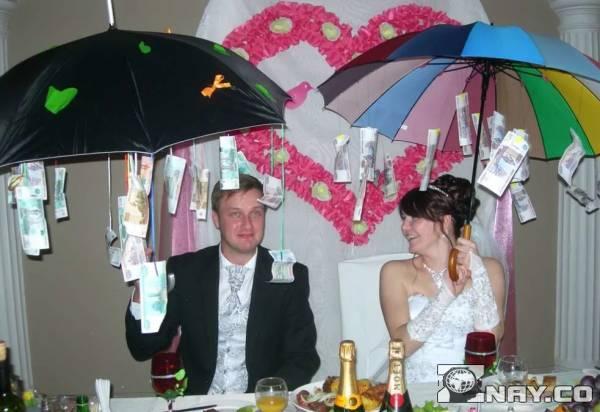 Денежный зонт как подарок